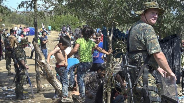 Stan wyjątkowy na granicy Macedonii. Policja użyła gazu wobec uchodźców