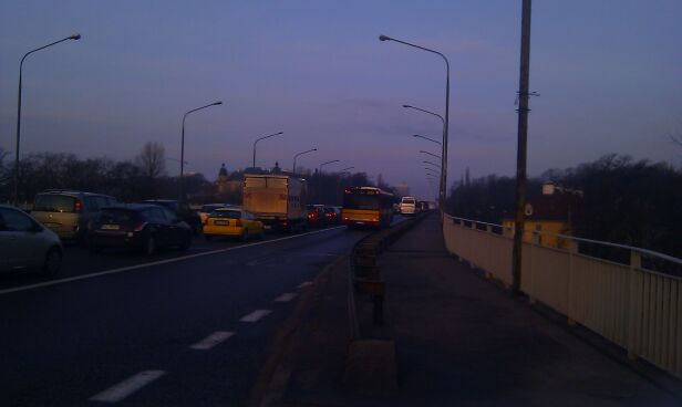 Kierowcy stanęli w korku Arti / warszawa@tvn.pl