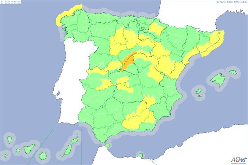 Żółtym i pomarańczowym kolorem zaznaczono prowincje, w których obowiązuje pogodowy alarm (AEMET)