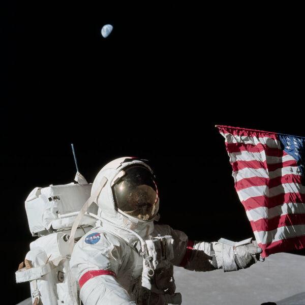 Eugene Cernan podczas ostatniej misji załogowej na Księżyc (NASA, grudzień 1972)