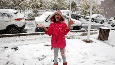 Pierwszy śnieg w Teheranie (PAP/EPA/ABEDIN TAHERKENAREH)